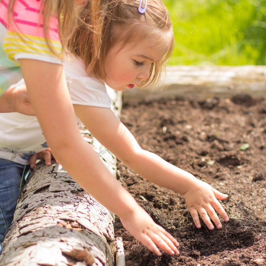 kids playing in soil 1024x1024 1
